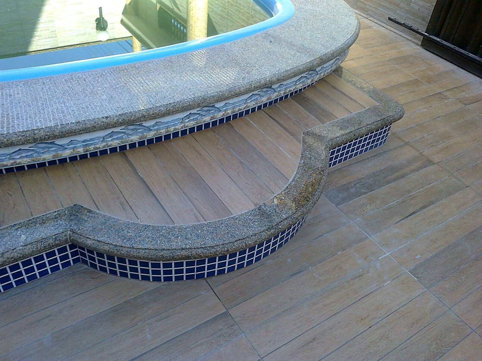 Borda de granito para piscina piso para piscina for Modelos de granitos para pisos