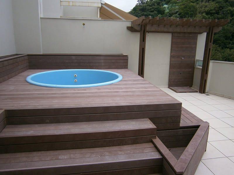 piscina de plastico e deck