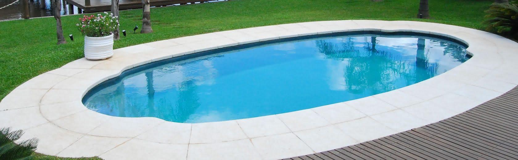 Piscinas de fibra piso para piscina for Piscinas de fibra instaladas