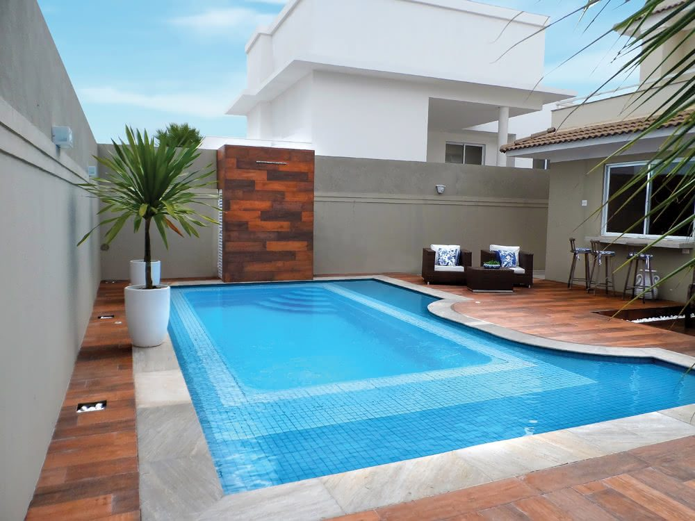 Piscinas de fibra piso para piscina for Fotos de piscinas
