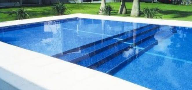 Piso azul para piscina piso para piscina for Como construir una alberca de concreto