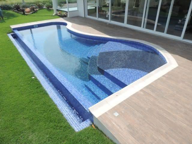 Desenhos de piscinas piso para piscina for Ver tipos de piscinas