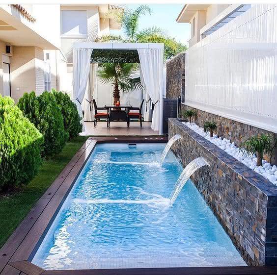 Piscinas de ricos piso para piscina for Jardines alrededor de piscinas