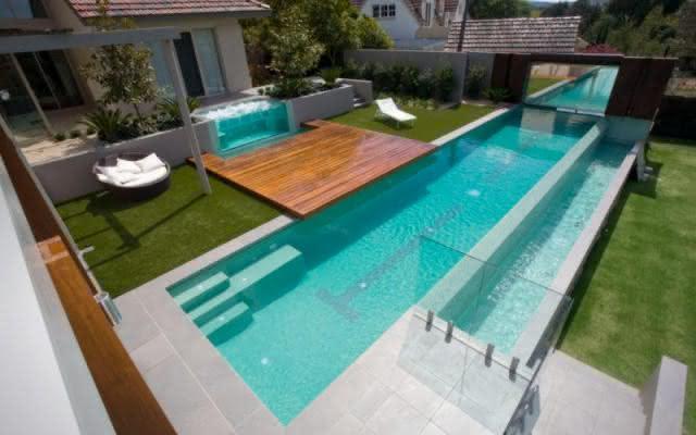 Imagens de piscinas piso para piscina for Casa minimalista con piscina