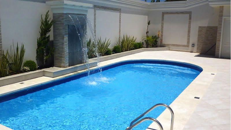 Imagens de piscinas piso para piscina for Modelos de reposeras para piscinas