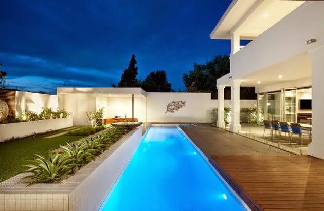 Piscinas modernas piso para piscina for Disenos de quinchos con piscinas