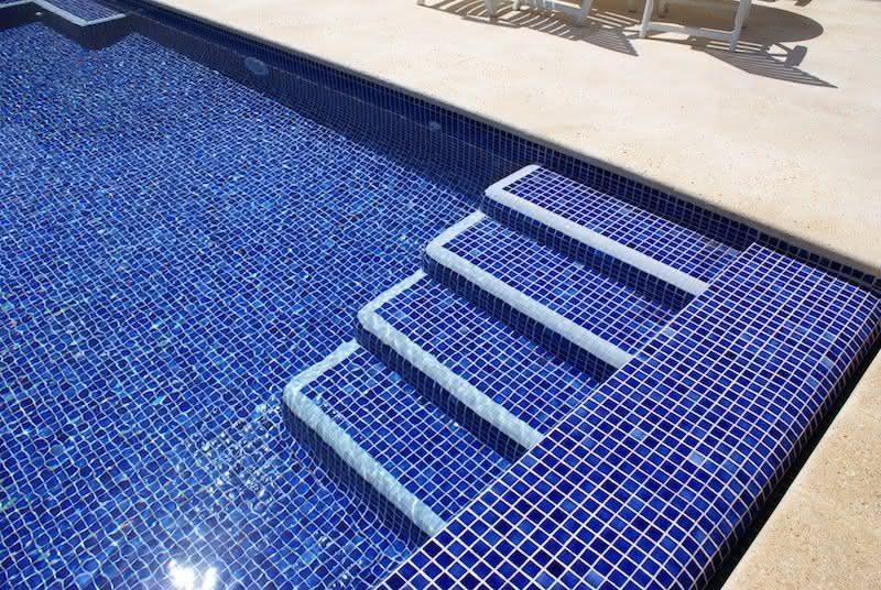 Azulejos para piscina de alvenaria 20 modelos azulejo for Dibujos para piscinas en gresite