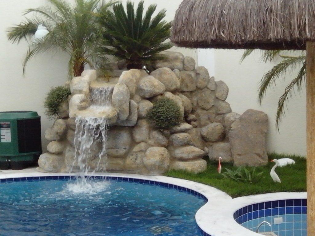 Cascatas para piscinas de alvenaria fibra 36 fotos e for Piscina con cascata