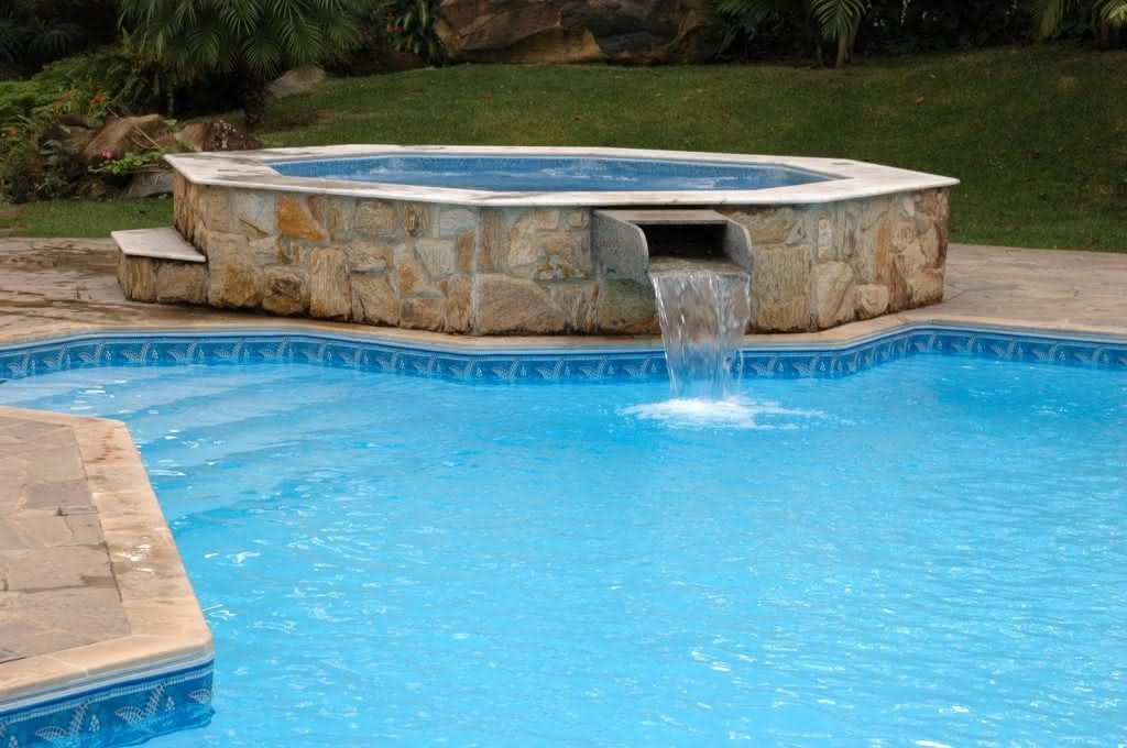 Cascatas para piscinas de alvenaria fibra 36 fotos e for Fotos de piscinas