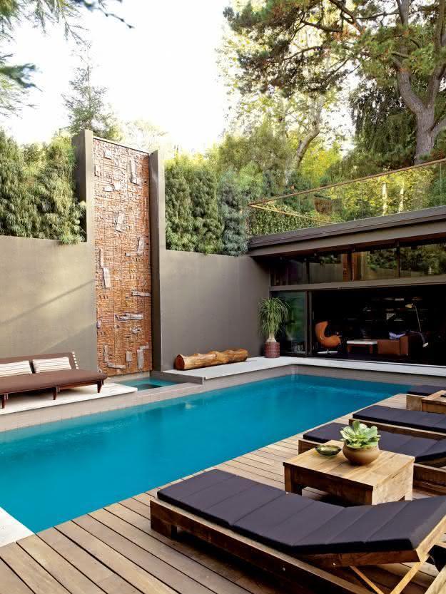 47 fotos de paisagismo para piscina e jardim residencial for Piscinas modernas pequenas