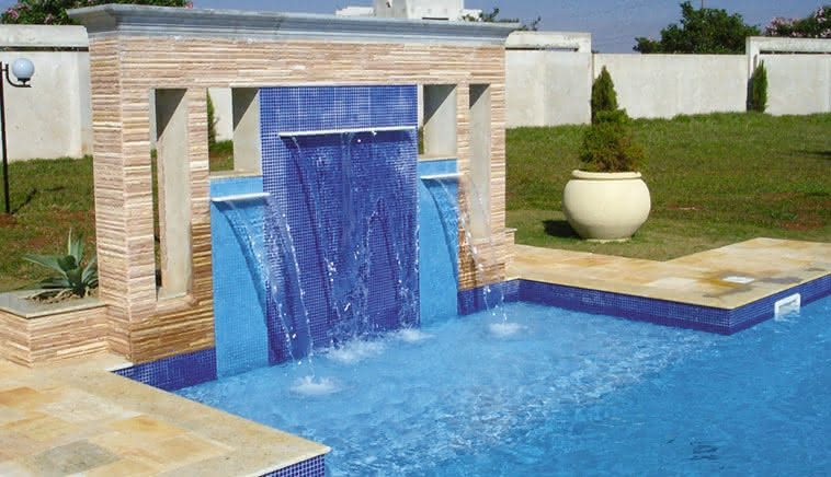 Cascatas para piscinas de alvenaria fibra 36 fotos e for Ver modelos de piscinas